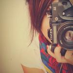 صورني عبر الإنترنت و أصبح يهددني بالصور و الفيديو